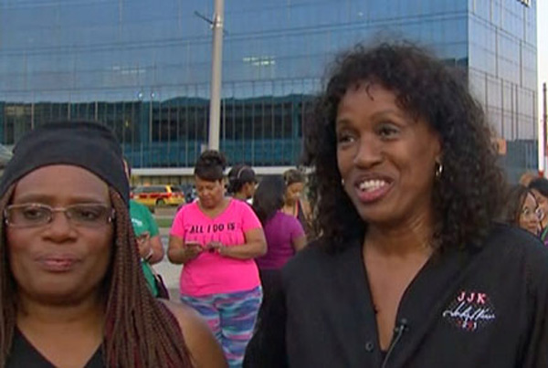 Jackie Joyner-Kersee joins hundreds of women for morning workout downtown